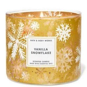 Bath & Body Works Vanilla Snowflake Candle